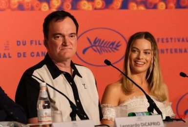 Квентин Тарантино и Марго Робби на пресс-конференции в Каннах